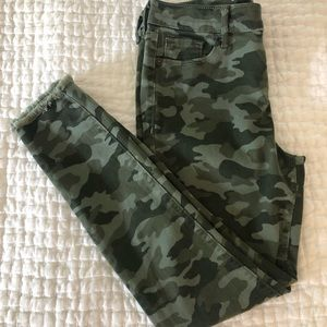 Old Navy Rockstar Mid-Rise Camo Raw Edge Pants